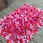Nádherný koberec z recyklovaných látek