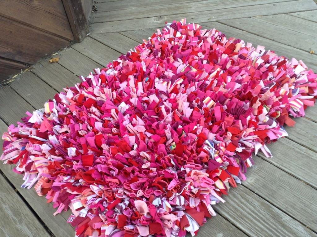 Růžovo-bílý. Zdroj: mollykaystolz.com