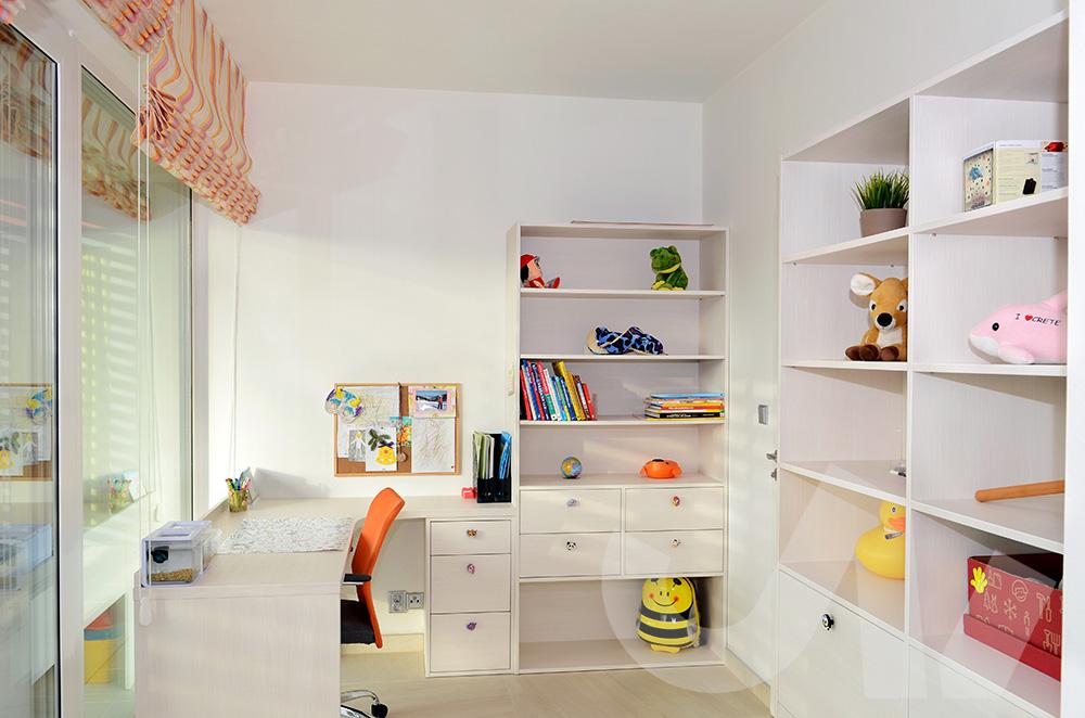 Úložný prostor všude, kam se podíváš! Přesně tohle dětský pokoj potřebuje!
