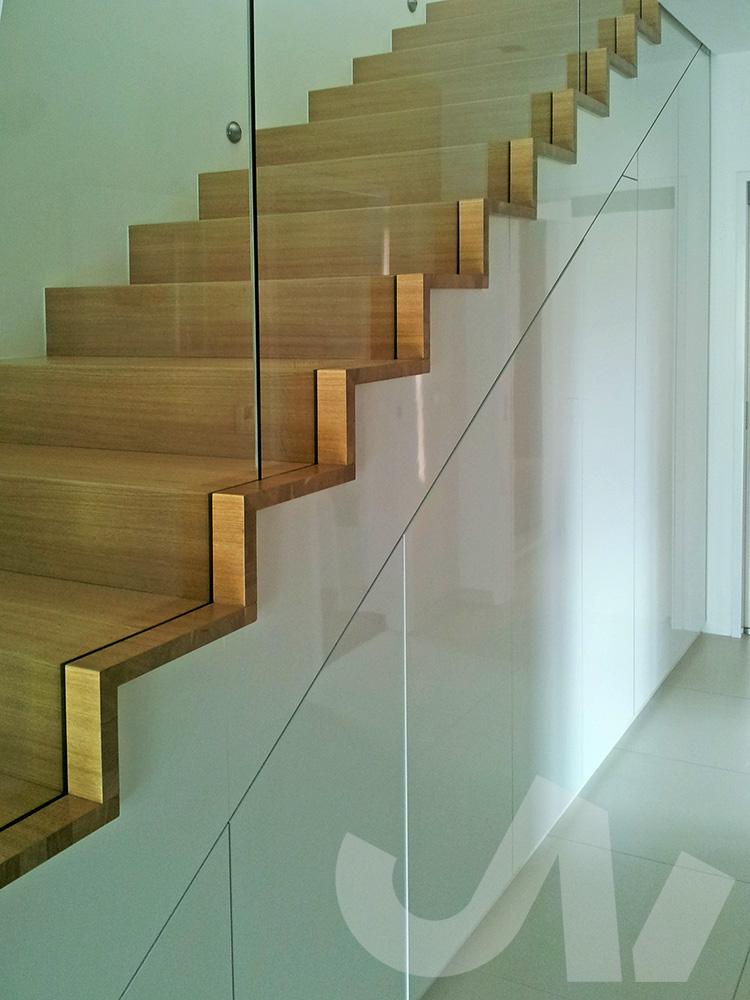 Vestavěné skříně jsou ideální pro nevyužité prostory pod schody.