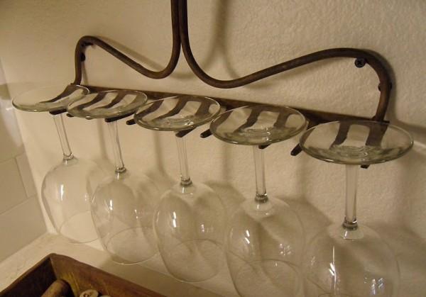 Držák na skleničky. Zdroj: http://imgur.com/