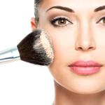 10 chyb v líčení, které dělají ženu starší