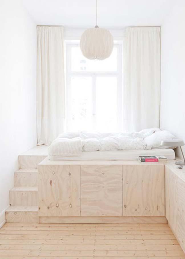 Bílá, béžová a další světlé barvy skvěle opticky zvětší vaši malou ložnici.