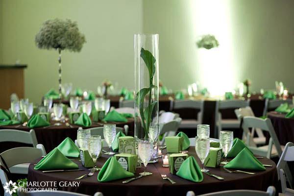 8.3 Zajímavý detail v podobě vázy. Zdroj: paris-themed-bridal-shower1117.blogspot.com