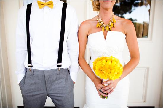 2.2 Kytice, motýlek i šperk... Zdroj: somethingforthebride.com