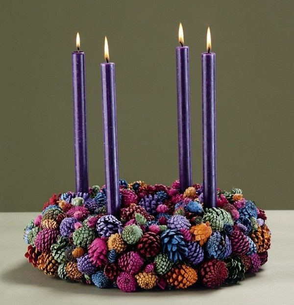 diy-advent-wreath-ideas-pine-cones-purple-flowers-diy-christmas-decoration