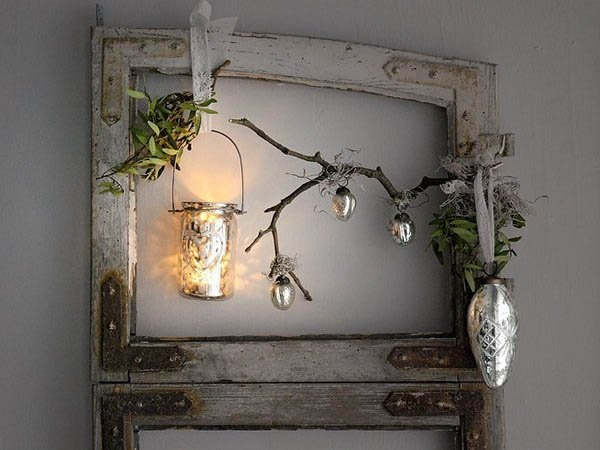 country-style-design-ideas-christmas-decoration-old-door-frame-1