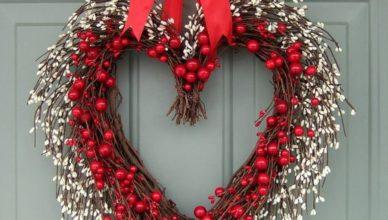proutěné srdce na dveře
