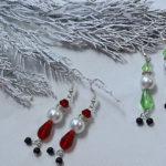 Vánoční náušnice ze skleněných korálků