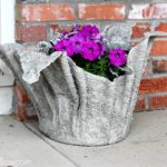 Vyrobte si květináč z látky a cementu